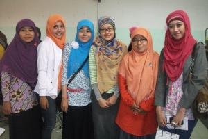 Hijab, Jilbab dan tetap cantik. Banyak gaya : sportif, casual, elegan. yg penting syari :)