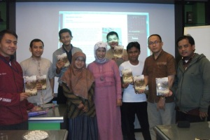 BB #Rinai bersama Bu Sirikit pakar media, cak Mail ketua ICMI Jatim & rekan2 ICMI muda