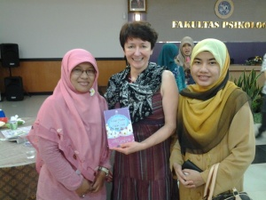 #Kitabcintapatahhati untuk Prof. Dominika dr Polandia dalam ICP HESOS 21-23 Nov 2013