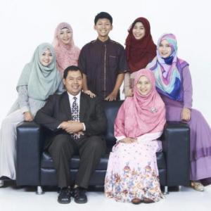 dr. Sahudi dan keluarga