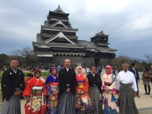 Kumamoto Castle. Indira Abidin, 2 dari kanan