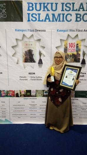 Reem's Award.JPG