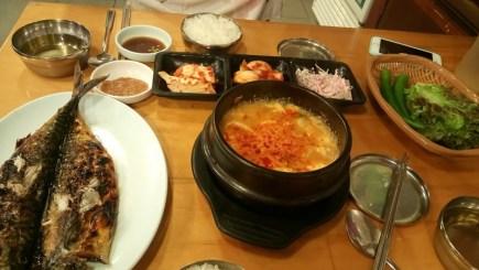 Ikan bakar dan sup tahu